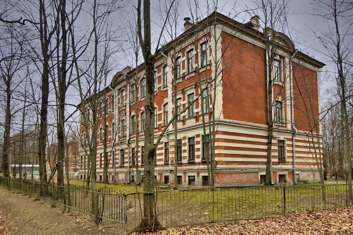 El orfanato Alexevsky. Situado en Oktyabrsky Boulevard , 20/49.  Imagen: Игорь Гордеев.