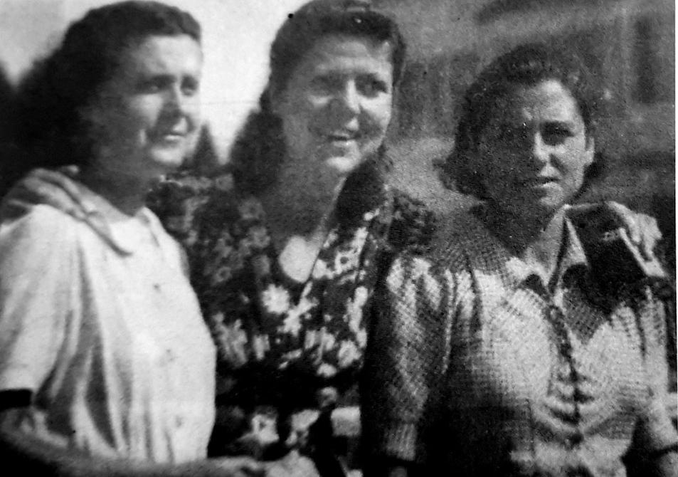 Por la izquierda, Alicia Herráiz, Carmen Solero, Leonor Estévez, maestras de la Casa 1.