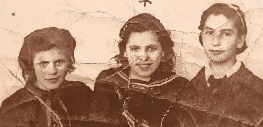 Virtudes Compañ, con sus amigas Dolores y María