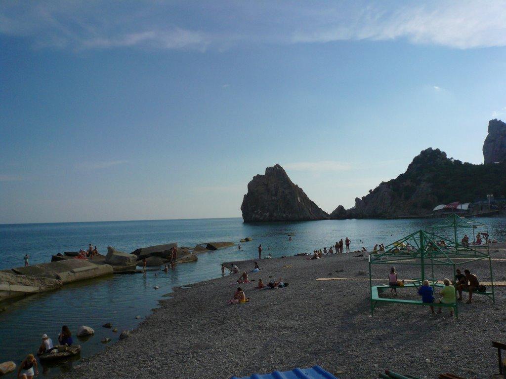 Playa de Simeiz en la actualidad, de litoral reconocible en imágenes de los evacuados.