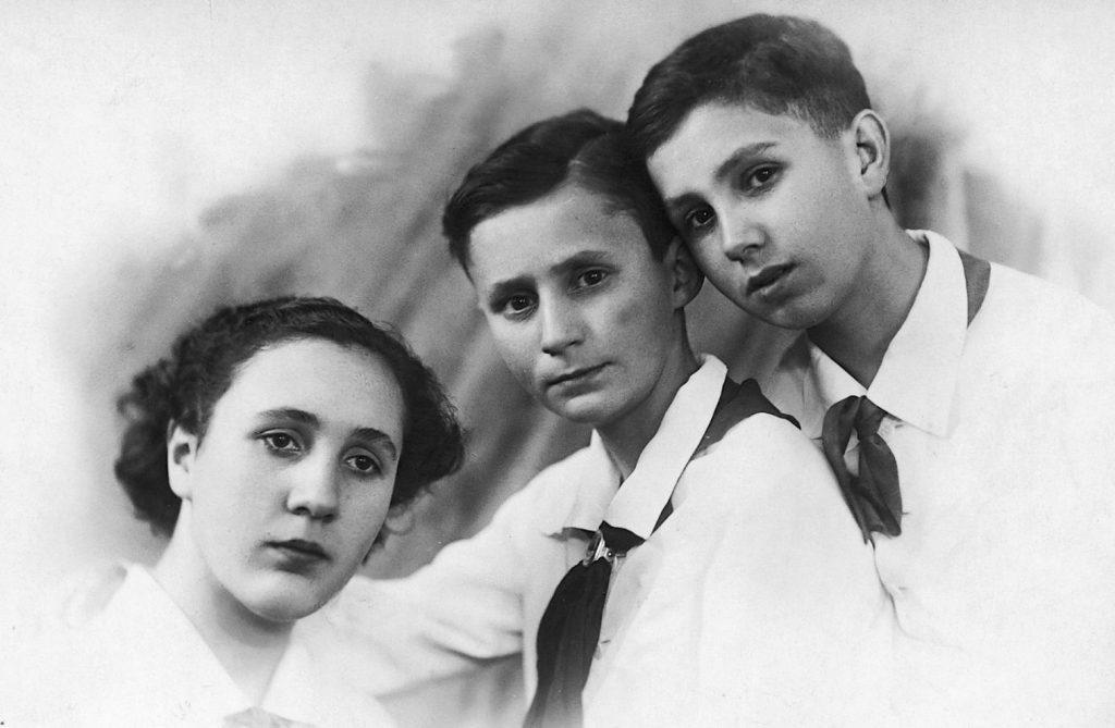 Carmen, Carlos y Virgilio de los Llanos en Leningrado, antes de la Gran Guerra Patria