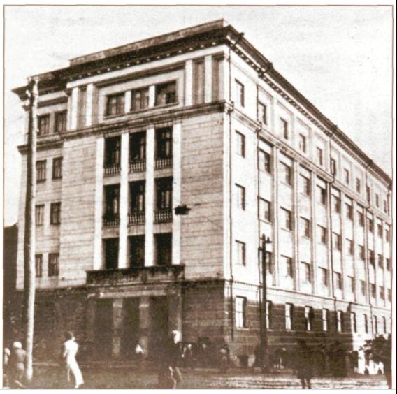 """Edificio en que se realizaban las emisiones radiofónicas en 18 idiomas desde Ufá. En él se ubicaba la estación de """"Radio Pirenaica""""."""